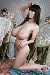 Hitomi - Deadly Kamikaze tits