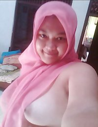 indonesia- jilbab hijab pink pamer toge