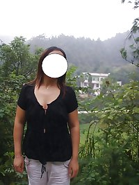 Chinese mature woman exposure outdoor
