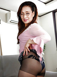 Japanese mature woman  Yuri (1)