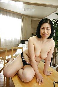 Japanese cute mature Toyomi
