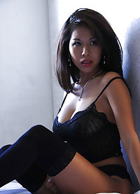 I'm hot for Asian babes too!